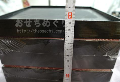 匠本舗岩本のお重のおおきさを測る